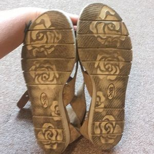Sofft Shoes - Sofft gold sandal
